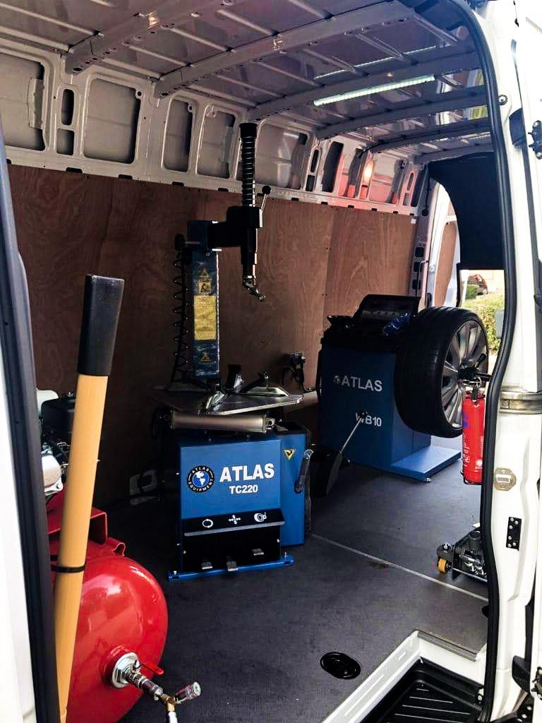 Atlas Mobile Tyre Fitting Equipment with air compressor