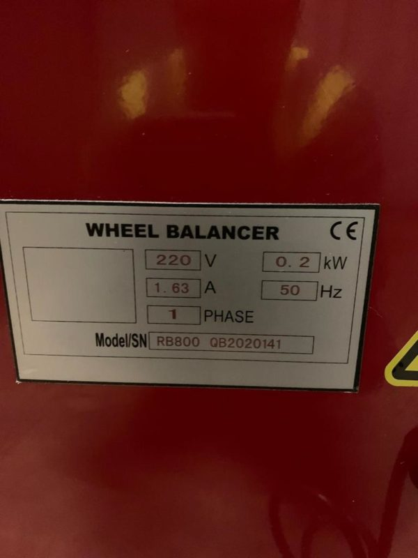 Update your budget wheel balancing machine with the Redback RB800 Wheel Balancer.