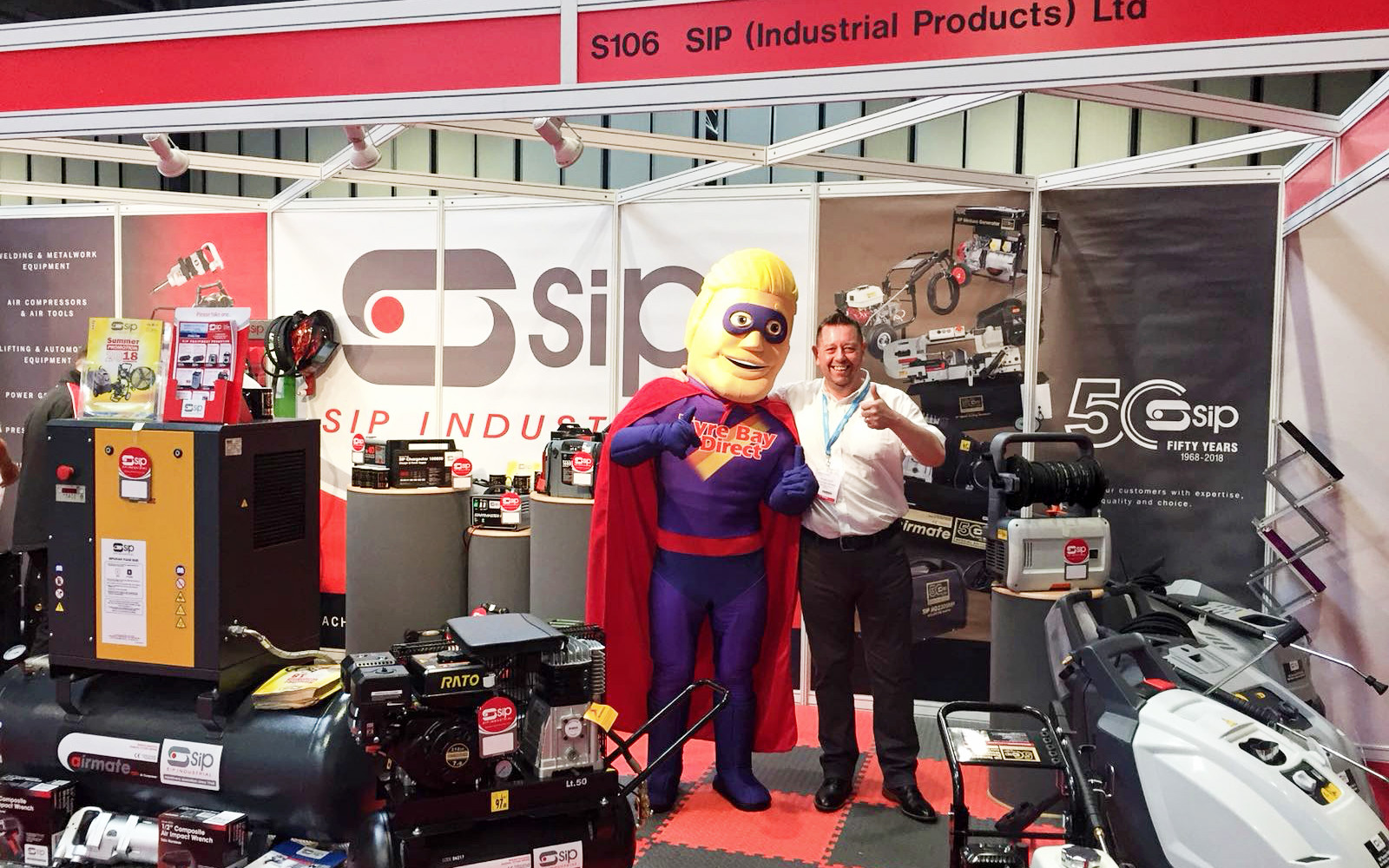 Tyre Bay Dave with Automechanika Exhibitor 9