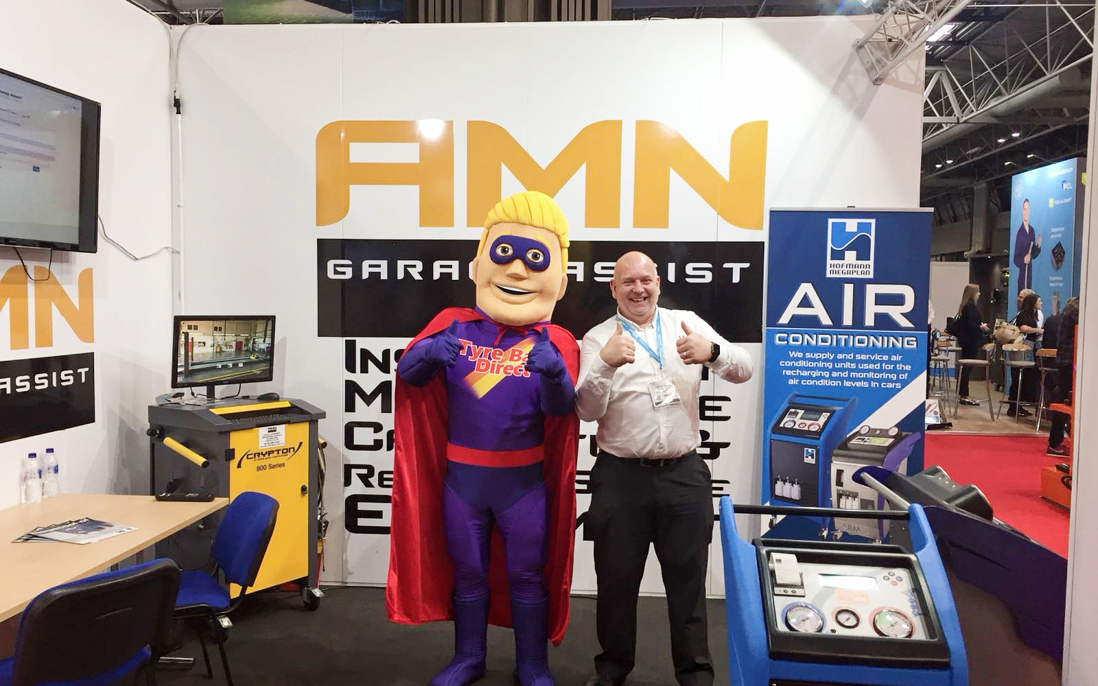 Tyre Bay Dave with Automechanika Exhibitor 3