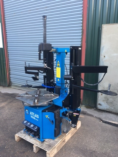 Invest in our ex-showroom TC320MAX Tyre Changer and save £400!