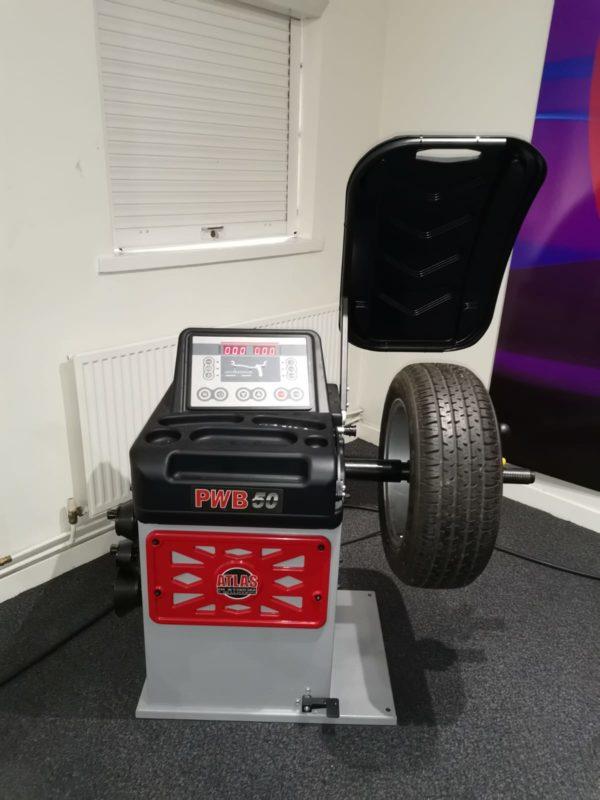 Atlas Platinum PWB50 Ex-Demo Wheel Balancer