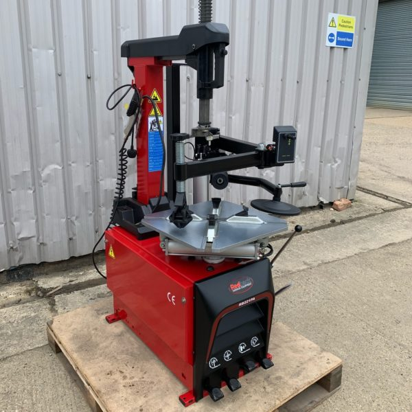Save over £100 when you purchase this amazing second hand Redback by Unite tyre changing machine.