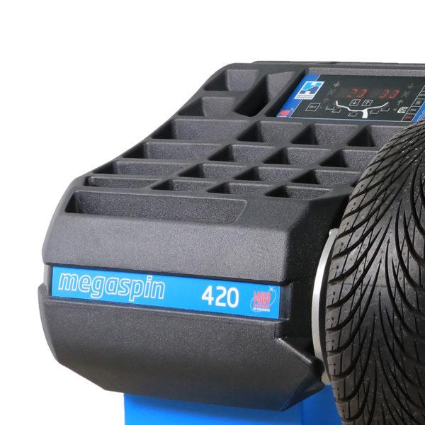 Easy to navigate screen on the megaspin 420 Wheel Balancer from Hofmann Megaplan.
